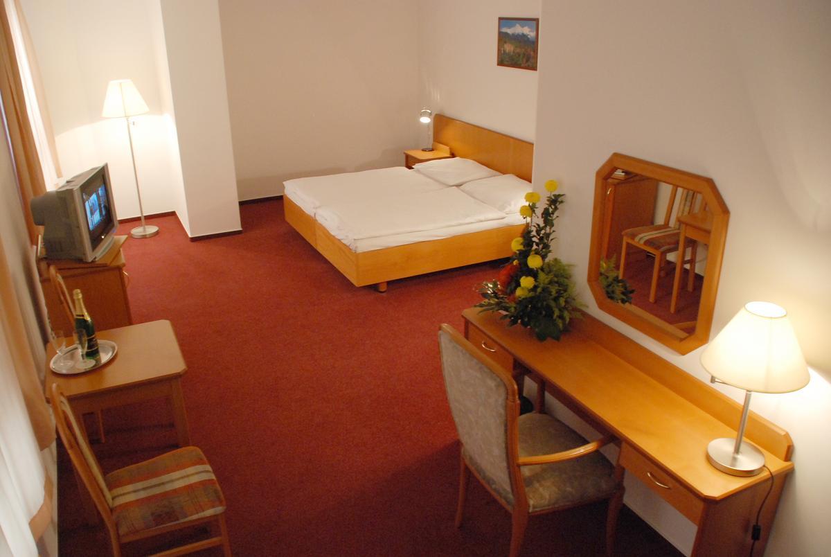 Hotel olsanka prague prague hotels for Prague accommodation